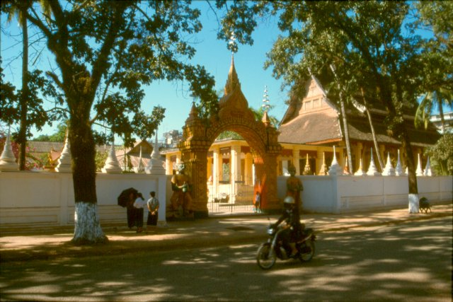 jonge thaise boeddha beelden